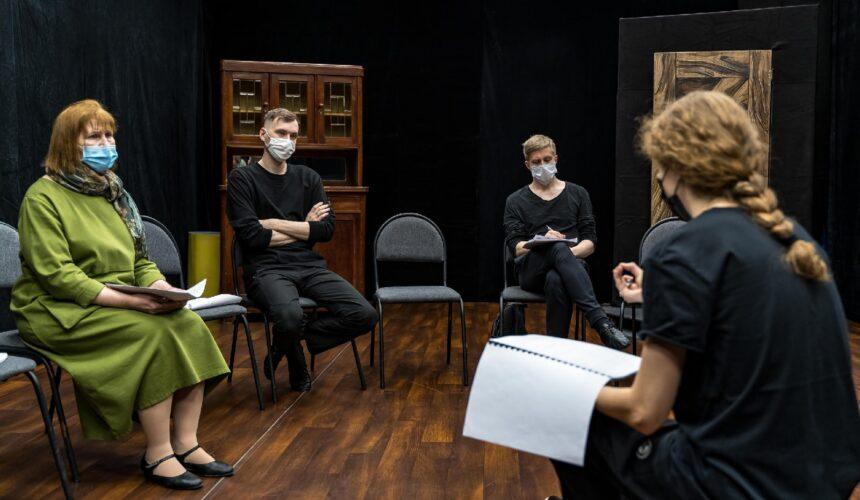 Спектакль по осетинским сказаниям в Няганском ТЮЗе