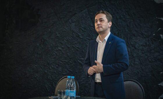 Встреча с главой города Иваном Ямашевым прошла в Театре Юного Зрителя.