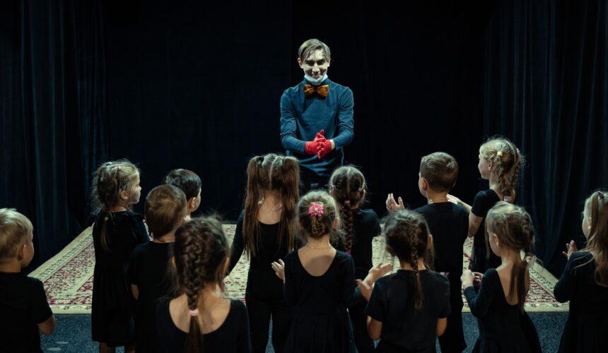 """В Няганском театре юного зрителя состоялись первые занятия театральной студии """"Малышкина школа""""."""