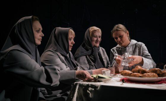 Серебряные волонтёры в театре